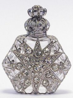 Czech Vintage Clear Glass Perfume Bottle w' Silver & Crystal Star Overlay Design & Crystal Top♥❦♥ Antique Perfume Bottles, Vintage Bottles, Perfumes Vintage, Beautiful Perfume, Bottles And Jars, Bottle Art, Antiques, Silver, Beauty