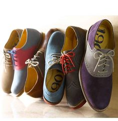 Brighten up your wardrobe with these colorful Oxfords. Works well with a simple tshirt and pair of neutral chinos or jeans. Put on a casual blazer and you're good to go. Up the ante with a pocket square. all men should dress like this. Mode Shoes, Men's Shoes, Shoe Boots, Dress Shoes, Shoes Men, Style Outfits, Komplette Outfits, Casual Outfits, Fashion Shoes
