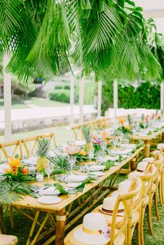 tropical wedding decoration. Ideas to entertain your guests at your wedding Pre Wedding Party, Wedding Rehearsal, Rehearsal Dinners, Wedding Ideas, Wedding Reception, Wedding Dinner, Church Wedding, Fall Wedding, Rustic Wedding