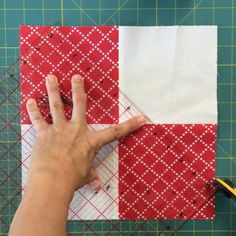 Disappearing 4-patch variation. Full tutorial on my blog. #disappearing4patch #block #patchwork #tutorial