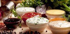 La palabra salsas es para muchas personas incompatible con una dieta de adelgazamiento porque se relaciona con excesivas calorías y con el pan en la que ésta se unta. La Guía Sana