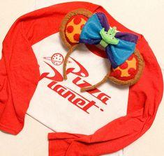Pizza Planet Disney Shirt and Ears Set! Walt Disney, Disney Cute, Disney Mickey Ears, Disney Diy, Disney Crafts, Disney Stuff, Disney Trips, Minnie Mouse, Pizza Planet