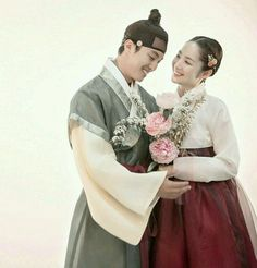 Queen for Seven Days (Hangul: 왕비; 7 Day Queen) is a South Korean television series starring Park Min-young as the titular Queen Dangyeong of Joseon, with Yeon Woo-jin and Lee Dong-gun. It airs on 연우진과 박민영 Korean Drama Movies, Korean Actors, Queen For Seven Days, Yeon Woo Jin, Seung Hwan, Tragic Love Stories, Korean Hanbok, Park Min Young, Romantic Moments