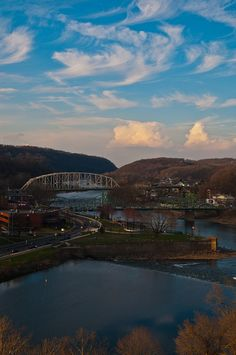 Easton on the left, P'burg (Warren County, NJ) on the right. In the foreground, the Lehigh River empties over a dam into the Delaware River, which divides the states.
