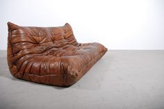 Togo Sofa 3 seater brown leather designed by Michel Ducaroy for Ligne Roset Leather Furniture, Sofa Furniture, Modern Furniture, Furniture Design, Vintage Leather Sofa, Sofa Sofa, Leather Seats, Scandinavian Furniture, Couch