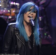 Demi Lovato just dyed her whole hair blue! How cool is that?
