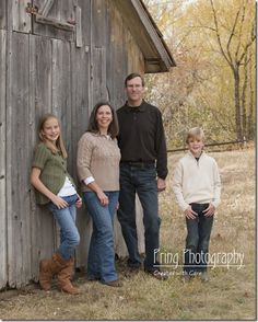 Family Portrait Photography | Clothing Choice for Family Portraits | Pring Photography Blog