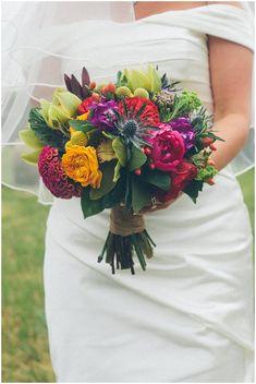 Bright bridal bouquet © Craig George Photography / French Wedding Style Blog