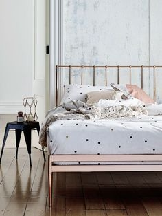 Lovely and unusual copper bed for trendy home owners || @pattonmelo