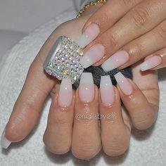 @hudabeauty #hudabeauty #nails #naglar #gelnails #gelenaglar #instanails #beautyblog #beauty #beautiful #mamacita #göteborg #nailsbyeffi #engelbrektsgatan26 #avenyn #skönhetssalong #skönhet #fashionnails #fitness #naturella #lightelegance #nailsoftheday #naglargöteborg