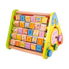 Acest centru de activitati triunghiular are 5 parti: pe una dintre parti este alfabetul format din cuburi multicolore, pe alta parte o tabla de scris, pe cea de-a treia o numaratoare, iar pe partile laterale cate un labirint cu animale si forme geometrice. O jucarie educativa perfecta pentru copii cu varste intre 1 si 3 ani.
