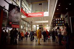 💡 Con creatividad y los más grandes formatos 👍 logramos el más alto impacto visual publicitario en Aeropuertos  Para todas sus estrategias de comunicación contáctenos: servicioalcliente@efectimedios.co  #publicidad #oohmedia #marketingstrategy #mediospublicitarios #transporte #pasajeros Times Square, Innovation, Broadway Shows, Travel, Advertising, Airports, Barranquilla, Transportation, Viajes