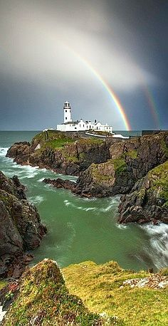 Fanad Head Lighthouse, County Donegal, Ireland (by Stephen Emerson)