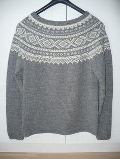 Noor-Strikk: juli 2013 Icelandic Sweaters, Knitting Machine, Pullover, Knits, Handmade, Ideas, Fashion, Moda, Hand Made