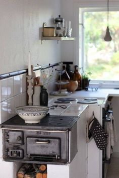 Sweet Home Decoration .Sweet Home Decoration Kitchen Stove, Kitchen Dining, Kitchen Decor, Kitchen Corner, Kitchen Ideas, Mini Kitchen, Summer Kitchen, Dining Area, Kitchen Cabinets