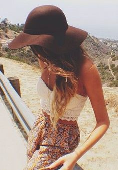 The whole outfit! looove the hat. very boho Mode Hippie, Hippie Chic, Look Fashion, Fashion Beauty, Look Boho Chic, Outfit Chic, Summer Outfits, Cute Outfits, Estilo Hippie