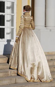 Tailor's - Catany, Anna of Austria - Saya, part 4. I love the bodice and hair!