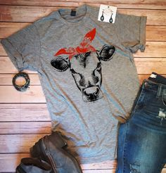 Cute Cow T-Shirt, Womens T-shirt, Farm Shirt, Graphic Shirt, Cow Shirt, Cowgirl Shirt, Country Shirt Have you ever felt like looking adorable? So has this shirt. Perfect for comfortable/cute days around town or even just lounging around. Wear this light-gray tee when youre
