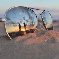 Skillfully uses the sunglasses as the reflection of the image.