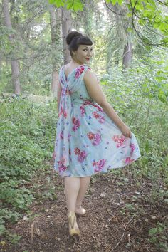 the soubrette brunette: sweet summer 1950s Fashion, Vintage Fashion, Vintage Style Dresses, Pin Up Girls, Get Dressed, Girlfriends, Fashion Inspiration, Fashion Looks, Gowns