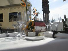 Las mesas se decoraron con cada detalle, como merecía la ocasión. El tiempo acompañó la jornada.