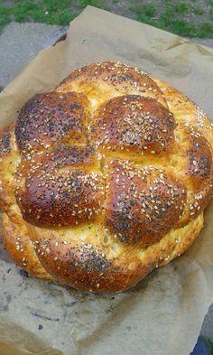 A barhesz vagy hálá (challah) a zsidó konyha süteménye, burgonyás kelt fonott kalács vagy fonott kenyér. A zsidó étkezési hagyom... Bread Dough Recipe, Jewish Recipes, Food To Make, Bakery, Challah, Food And Drink, Cooking, Erika, Pixie Styles
