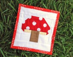 Tiny Toadstool Quilt Block Tutorial | Can you imagine an entire quilt made with this adorable toadstool block?