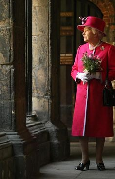 Queen celebrates 60th anniversary of her Coronation at Westminster Abbey service - Photo 1 | Celebrity news in hellomagazine.com
