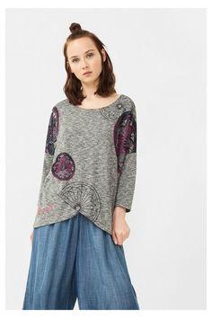 Camiseta gris con bajo cruzado | Desigual.com D