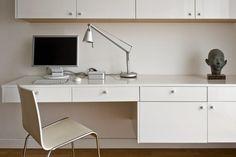 tryc.pl / Sztuka w domu. Blog o projektowaniu i aranżacji wnętrz. #sculpture #desk #homework #art #blogging #tryc #JacekTryc #jtryc #aranżacjawnętrz Backyard Seating, Office Desk, Corner Desk, Furniture, Blog, Home Decor, Corner Table, Desk Office, Decoration Home