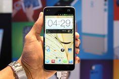 ElZTE Grand S, buque insigniade la marca durante todo el 2013, llegaba al CES con la intención de convertirse en el smartphone más delgado del mundo, pero este hito sólo le duro un par de horas, hasta que Alcatel presentó su One Touch Idol Ultra.