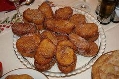 Cette recette portugaise des Rabanadas traditionnelles de Noël, sont simples à faire.Une fois frits, sont passées par un mélange de sucre et cannelle.