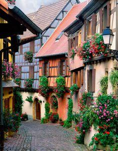 Rue typique alsacienne... Alsace - France