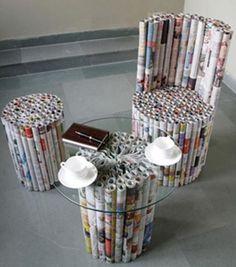 y por que no? taburete,sillón y mesa de rollos de Papel de Periódico.