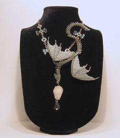 Купить Серо серебристый змей - серебряный, дракон, колье из бисера, Колье с подвеской, крылья