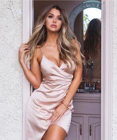 Emily Sears Australian model and social media celebrity based in Los Angeles, USA. Satin Dresses, Sexy Dresses, Glamorous Dresses, Emily Sears, The Dress, Clubwear, Amazing Women, Beautiful Women, Amazing Body