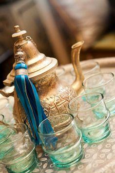 Tetera y vasos marroquíes