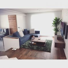 yuki_00nsさんの、リビング,ソファー,ラグ,リビング,リビングテーブル,のお部屋写真 Condo Living, Home Living Room, Living Room Decor, Room Interior, Interior Design Living Room, Japanese Modern House, Cozy Place, Home And Deco, House Rooms