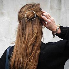 1 Alloy Circle hair clip Stylish Hair Clip Minimalist Hair Clips Hair Barrette Geometric Hair A Step By Step Hairstyles, Straight Hairstyles, Braided Hairstyles, Cool Hairstyles, Hairdos, Boho Boutique, Curly Hair Styles, Natural Hair Styles, Gold Hair Accessories