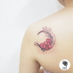 """좋아요 1,561개, 댓글 9개 - Instagram의 kamangtattoo • 까망타투 디자인 • 수원타투(@kamangink)님: """"moon flower . . #moontattoo #flowertattoo #watercolortattoo #kamangtattoo #tattoo #tattoos…"""""""