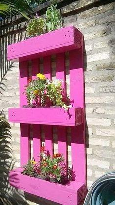 Enchanting DIY Vertical Planter 1001 Gardener Ideas with Handmade Pallet Gardens - Claudia cs - Ev Bahçe Balkon Veranda - Garden Balcony Furniture, Garden Furniture, Shelf Furniture, Palette Deco, Balcony Flooring, Diy Garden Bed, Vertical Planter, Vertical Bar, Diy Pallet Furniture