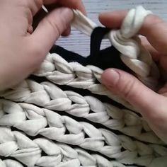 Braided Rag Rugs, Knit Rug, Crochet Rugs, Finger Crochet, Chunky Blanket, Chunky Crochet, T Shirt Yarn, Weaving Techniques, Knitted Blankets