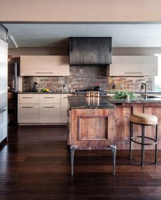 Easy Industrial Kitchen Decor Ideas For Your Urban Entertainment Spaces Industrial chic and rustic modern kitchen by Applegate Tran Interiors #homeindustrialdecor #industrialkitchen #industrialdecor