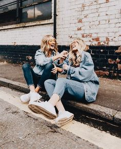 what is more girl gang goals than twinning with your bestie? Bff Pics, Bff Pictures, Best Friend Pictures, Cute Photos, Friend Senior Pictures, Best Friends Shoot, Cute Friends, Best Friend Fotos, Best Friend Photography