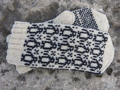 Ravelry: Penguin Mittens pattern by SpillyJane