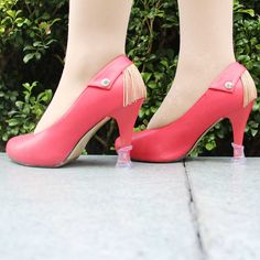 You look terrific in this high heel shoes,but it not the only shinning point,look the heel protectors.