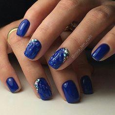 Ideas de manicura en tonos azul...