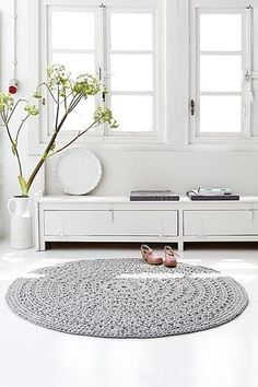 Clean living with crochet rug Crochet Carpet, Crochet Home, Crochet Rugs, Crochet Summer, Decoration Inspiration, Interior Inspiration, Mid Century Modern Rugs, Round Rugs, Home And Living