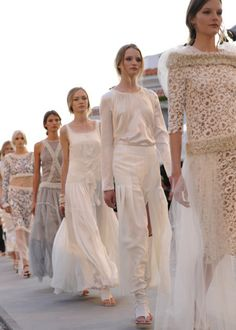 Chanel cruise 2000 | Chanel-Cruise-Collection-runway-show-goes-for-chic-simplicity