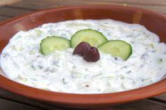 Το Τζατζίκι είναι ένα ορεκτικό της ελληνικής κουζίνας.Δεν υπάρχει γιορτινό τραπέζι και αυτό να απουσιάζει.Πάμε να φτιάξουμε το κλασικόπ...